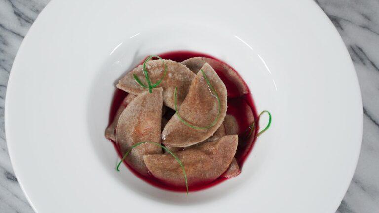 Panzotti de Zanahoria con caldo de remolacha y jengibre