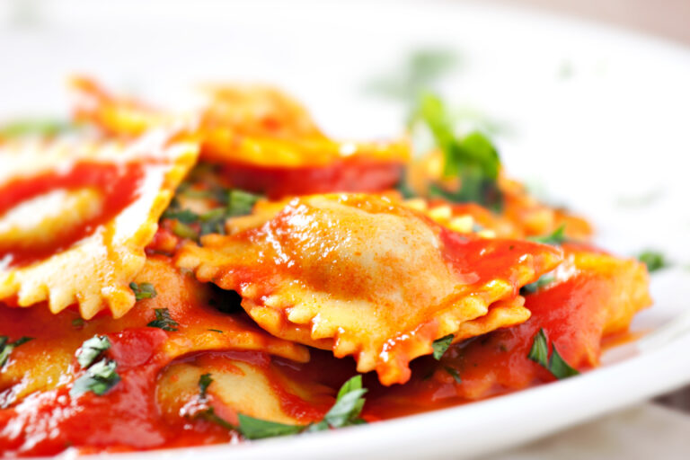 Ravioli,With,Tomato,Sauce